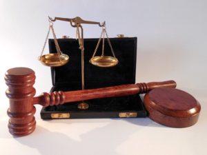Martillo y balanza de justicia